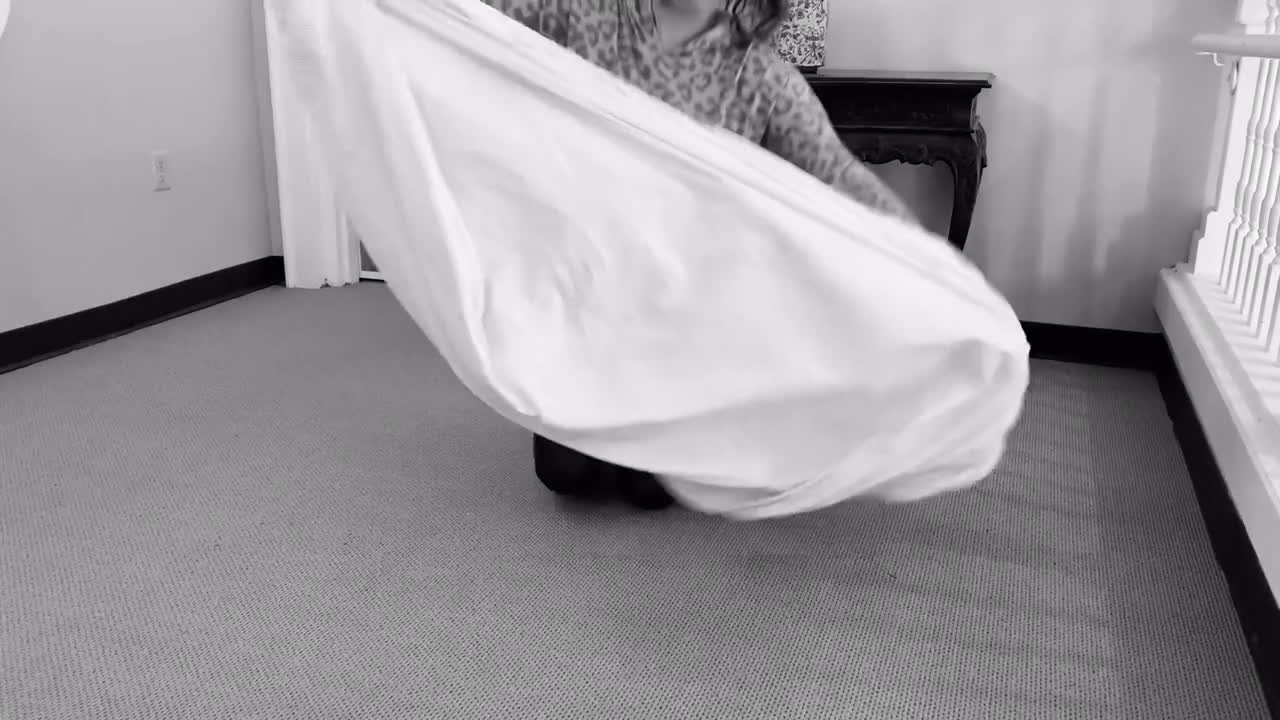 How To Easily Fold A Fitted Sheet!